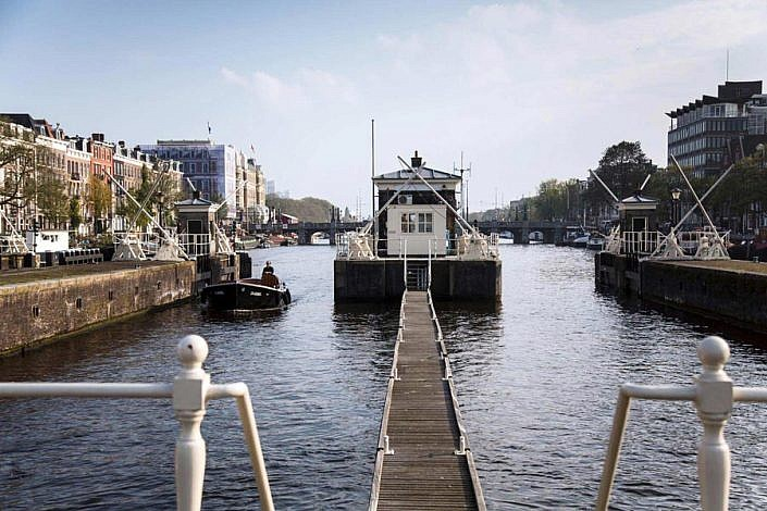 Amsterdam one-house-bridge-hotels